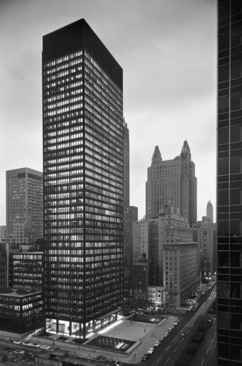 Seagram-Building-Mies-van-der-Rohe-with-Philip-Johnson-New-York-NY-1958-004-525x795
