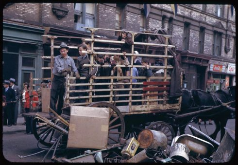 collecting-the-salvage-on-lower-east-side-1942