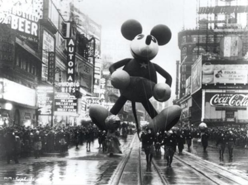 Walk In New York - New York Vintage - Macy s Thanksgiving 1934 - Mickey
