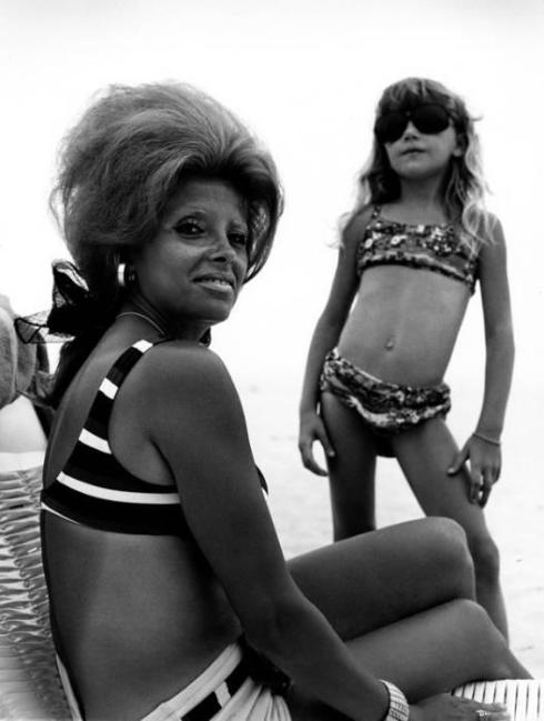 joseph-szabo-mrs-k-and-daughter-jones-beach-1970